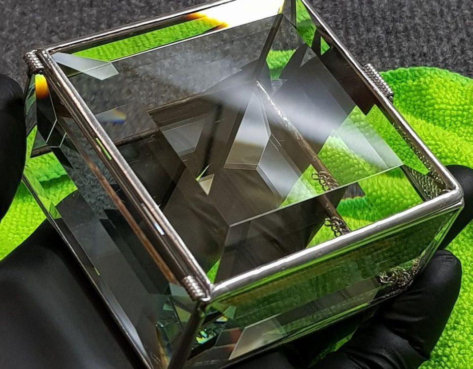 Шкатулка из фацетных стеклянных элементов.Раз...